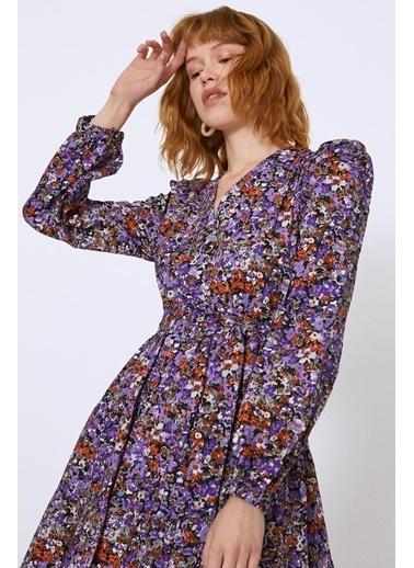 Quzu Beli Kuşaklı V Yaka Çiçekli Elbise Mor